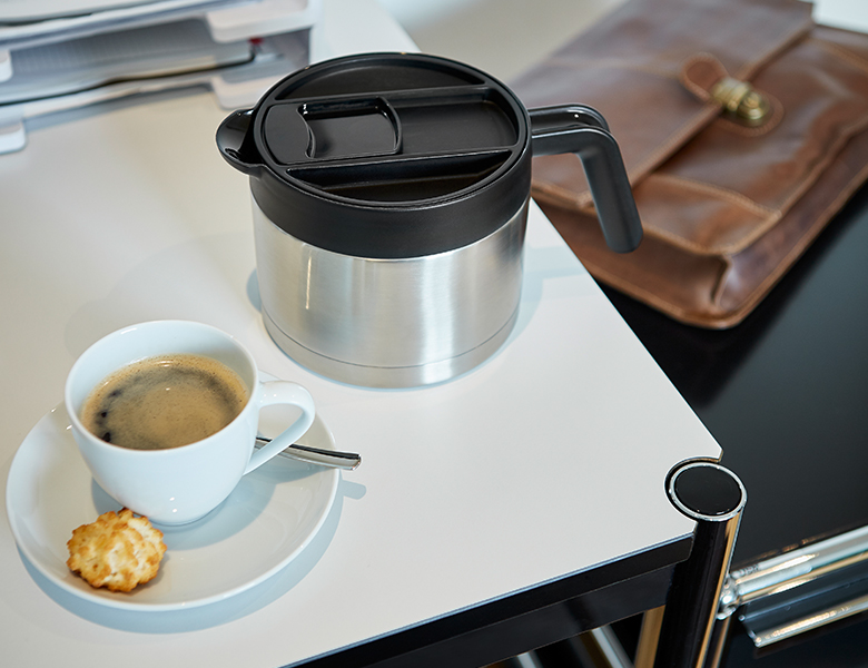 isolierkanne-kaffebrueher-filterkaffe-niedrig